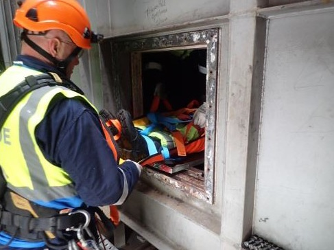 HORIZONTAL Entry and Rescue in Confined Spaces