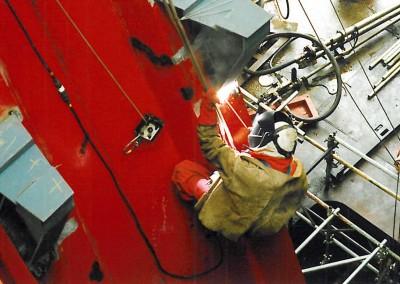 Installation of stiffening plates on a drilling vessel ram rig