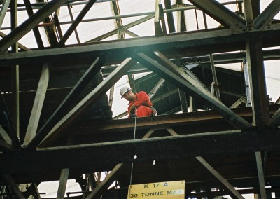Installation of deck plates using rope access and rigging techniques