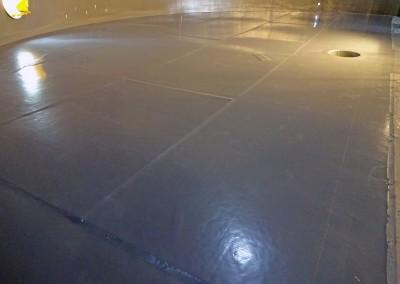 Double skinned floor area in tank