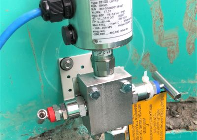 Vacuum monitoring gauge in underground storage tank chamber