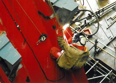 Installation of stiffening plates on a drilling vessel ram rig