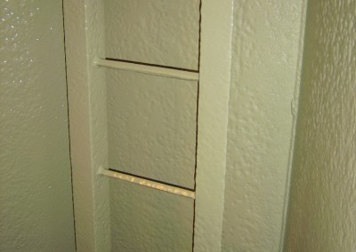 Ladder sections coated with solvent free polyurethane